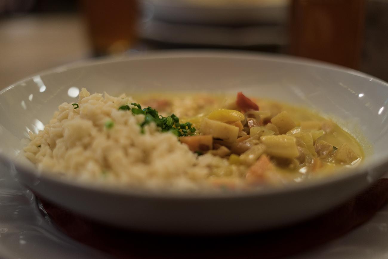 Fuxn Mittagsgericht Gemüsecurry (c) STADTBEKANNT Zohmann