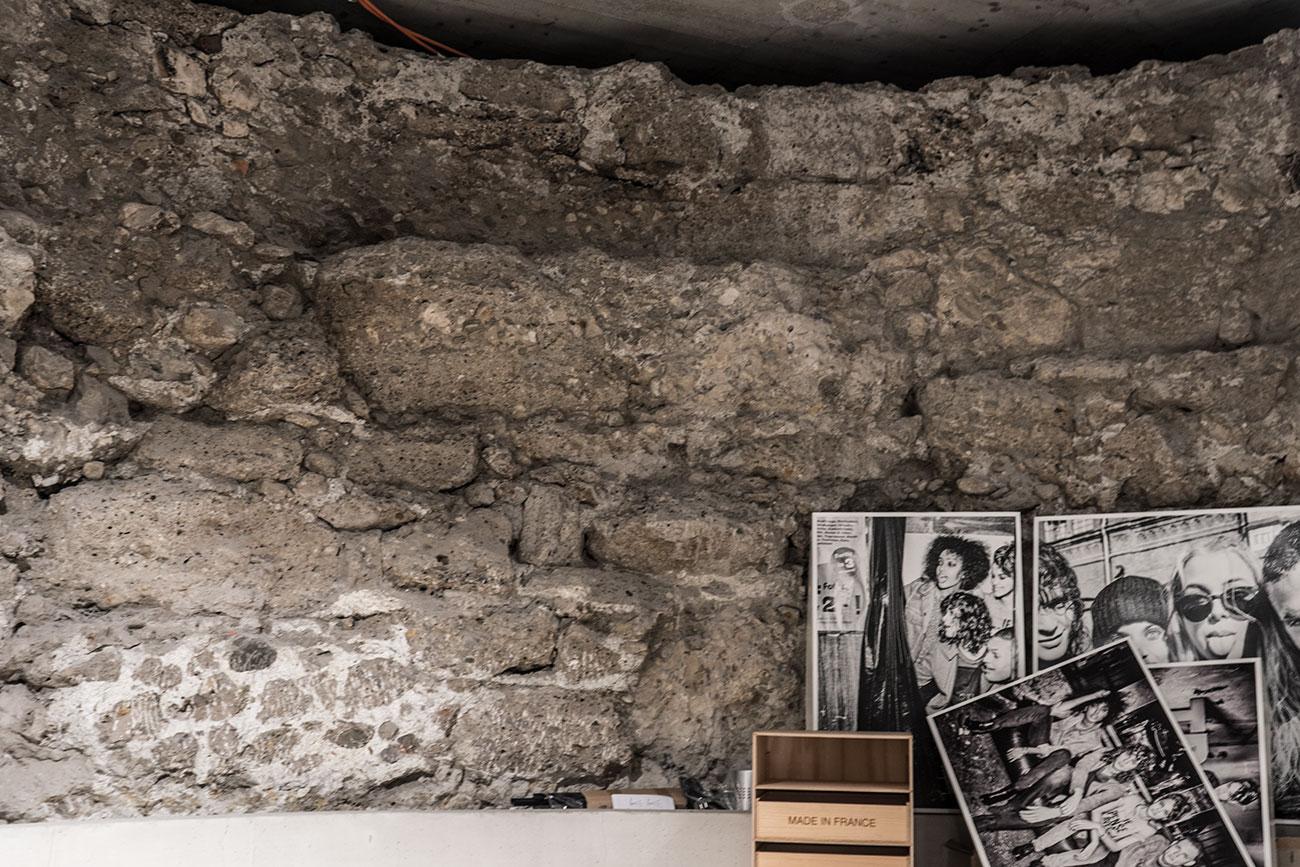 Wehrturm Stadtmauer im Bekleidungsgeschäft KULT (c) STADTBEKANNT Zohmann