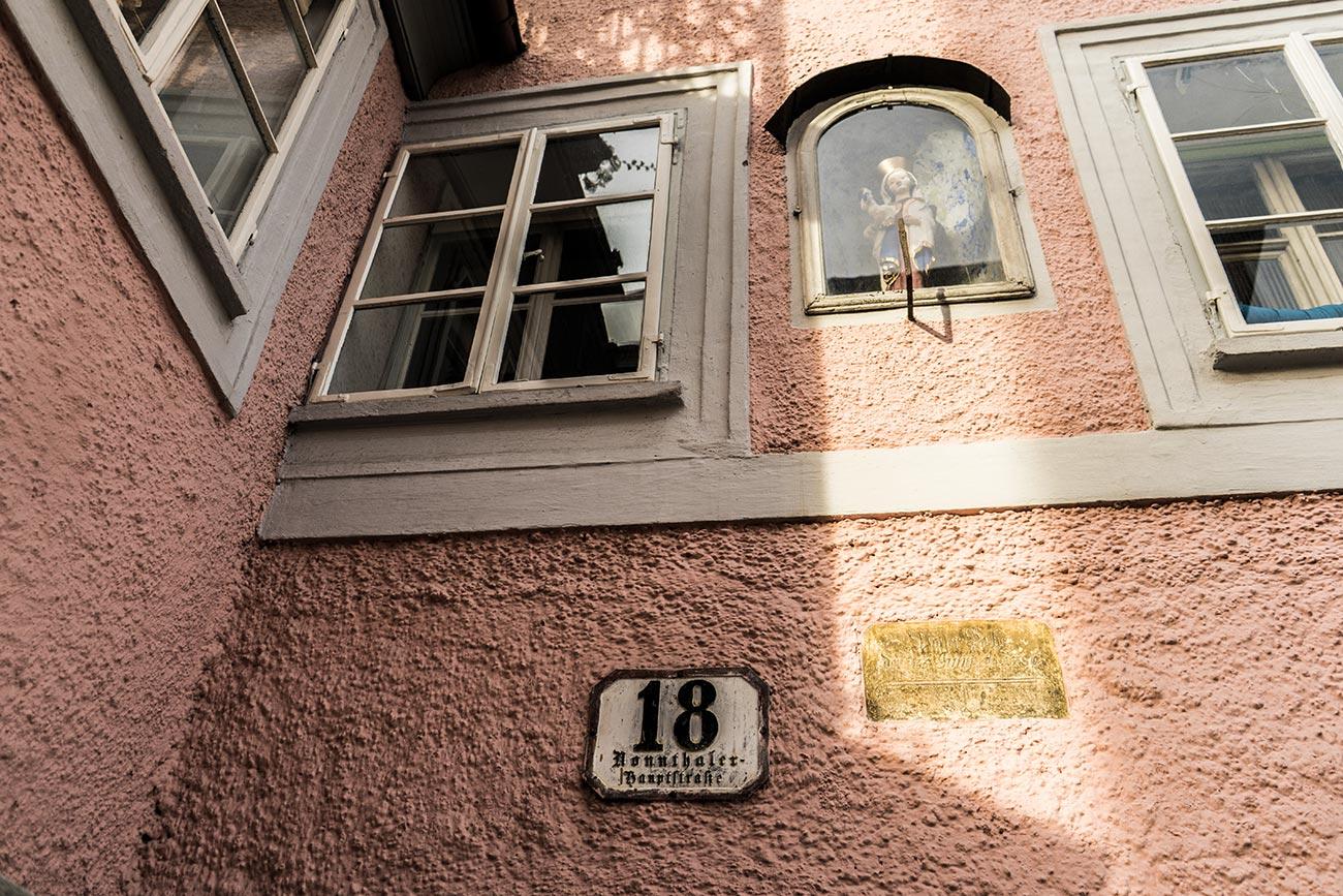 """Schild """"Wasser Hoch"""" Nonntaler Hauptstraße 18 (c) STADTBEKANNT Zohmann"""