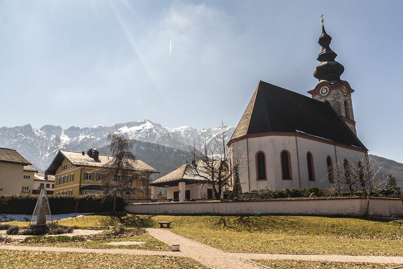 Marienheilgarten und Pfarrkirche Großgmain (c) STADTBEKANNT Zohmann
