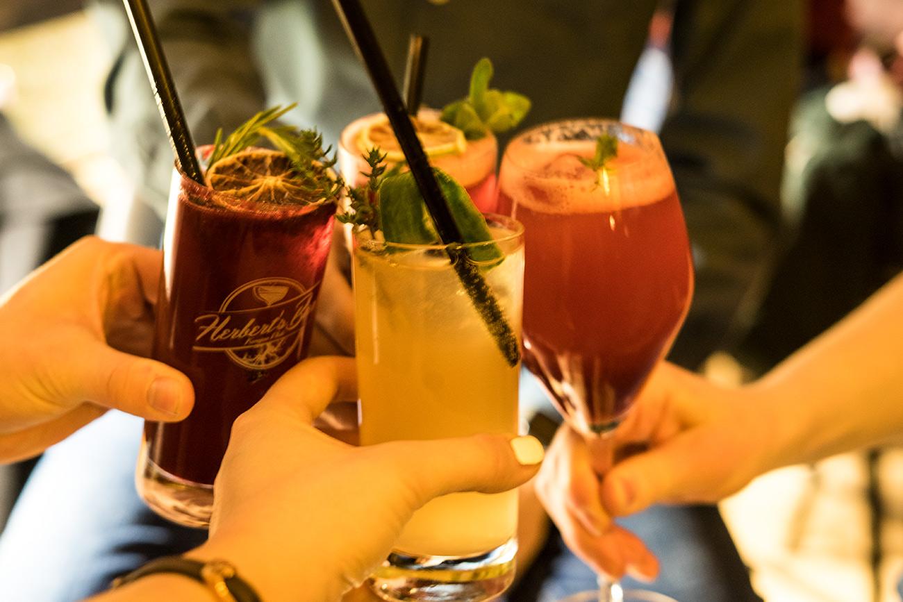 Cocktails in der Herbert's Bar (c) STADTBEKANNT Zohmann