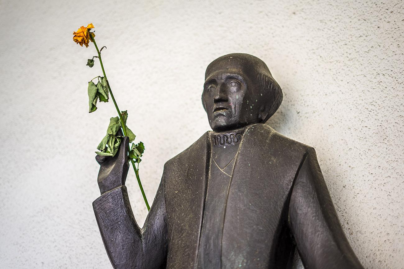 Paracelsus-Statue in der Kaisgasse 8 (c) STADTBEKANNT Zohmann