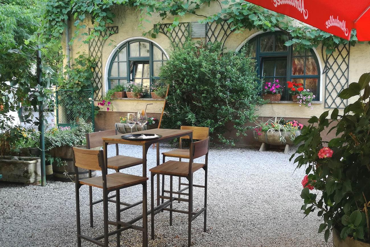 Gastgarten im Weinstöckl (c) STADTBEKANNT Zohmann