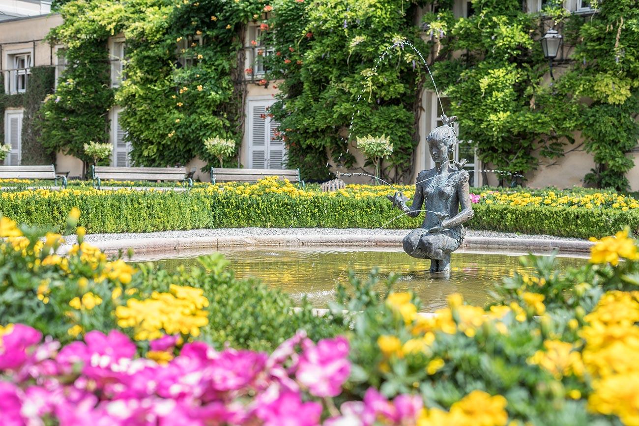 Papagenabrunnen von Josef Magnus im Mirabellgarten (c) STADTBEKANNT Zohmann