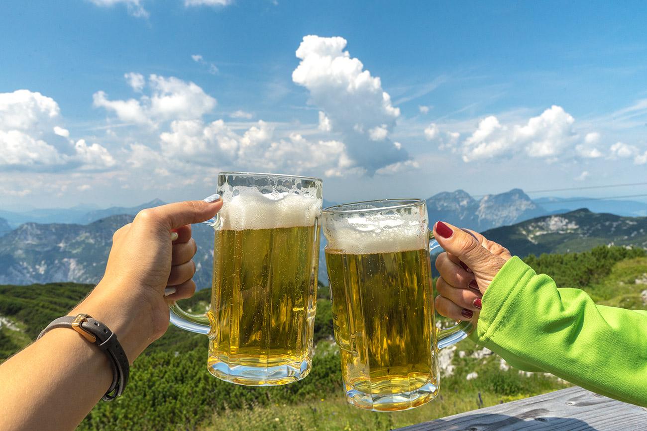 Bier auf der Störhaus-Terrasse (c) STADTBEKANNT Zohmann