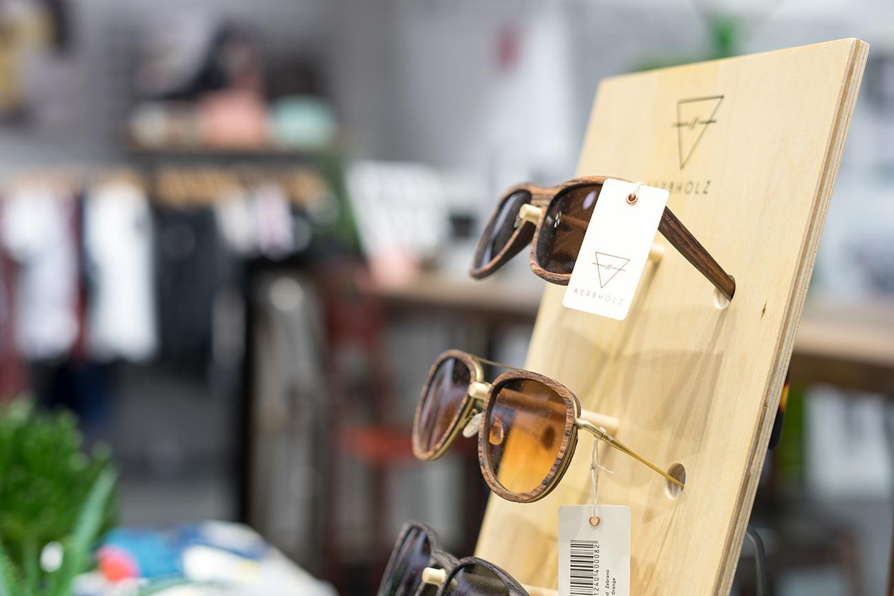 Brillen von Kerbholz im Organic Warehouse (c) STADTBEKANNT Zohmann