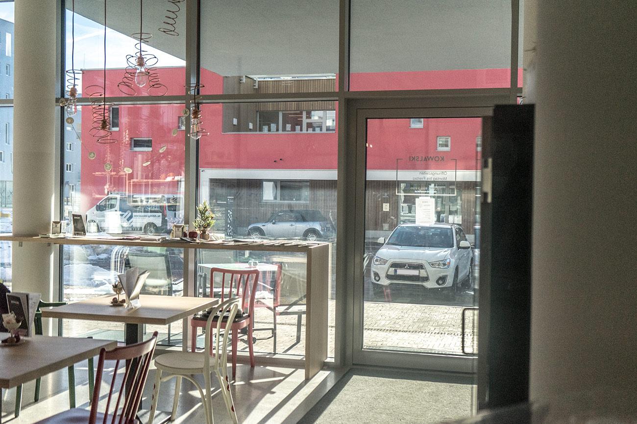 Cafe KOWALSKI im Quartier Riedenburg (c) STADTBEKANNT Zohmann