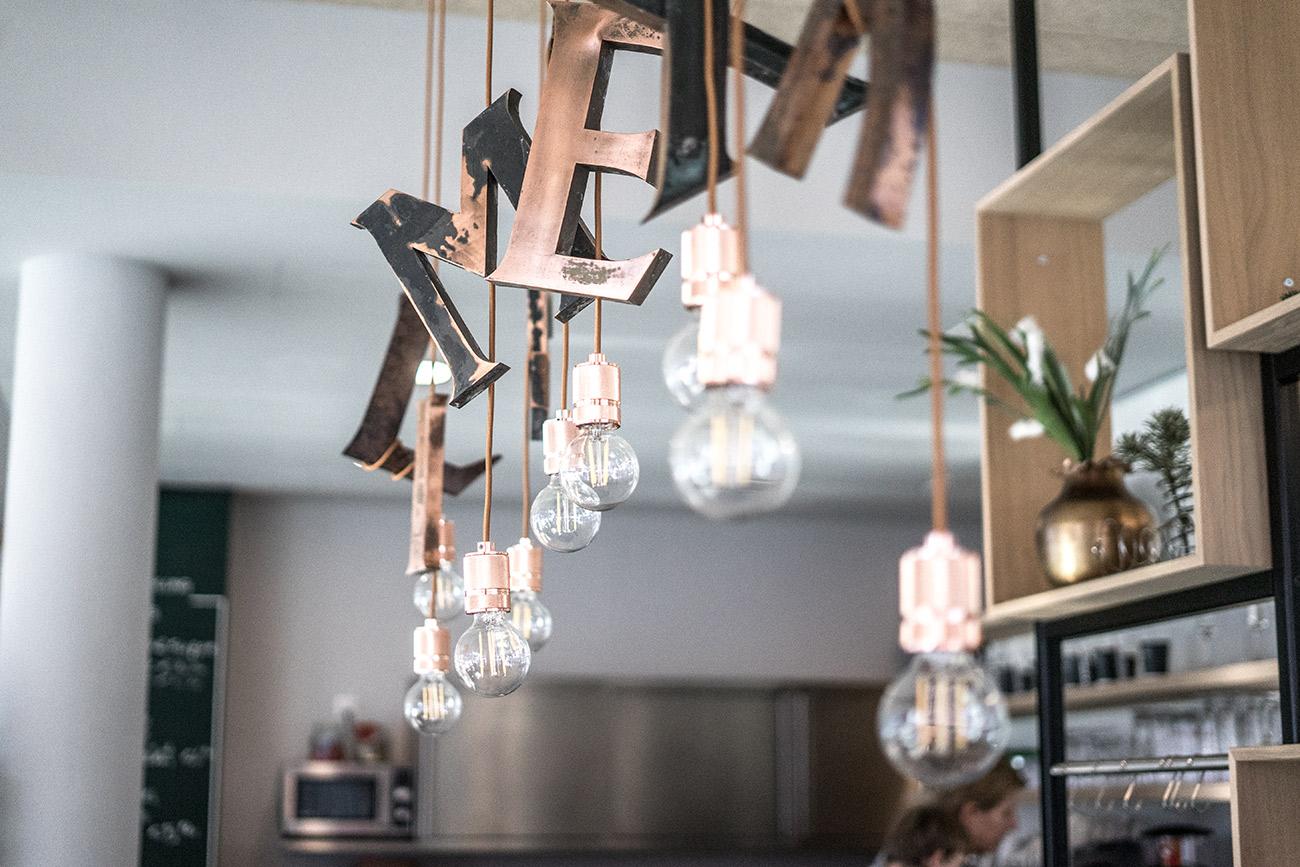 Cafe KOWALSKI Lampen (c) STADTBEKANNT Zohmann