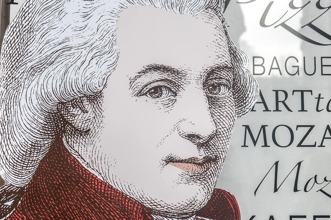 Mozart bei der Bäckerei Resch & Frisch am Residenzplatz (c) STADTBEKANNT Zohmann