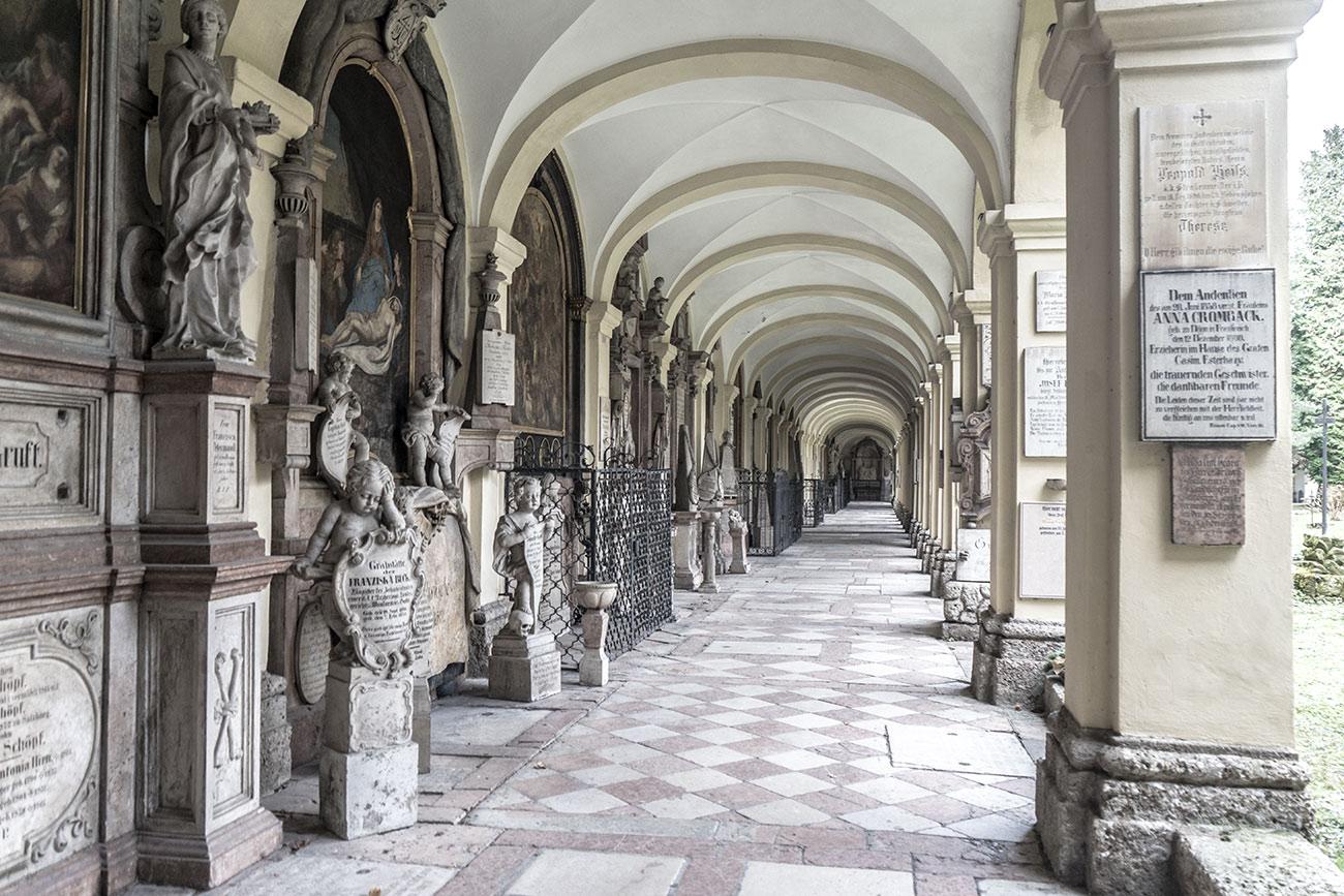 Arkadengang am Sebastiansfriedhof (c) STADTBEKANNT Zohmann