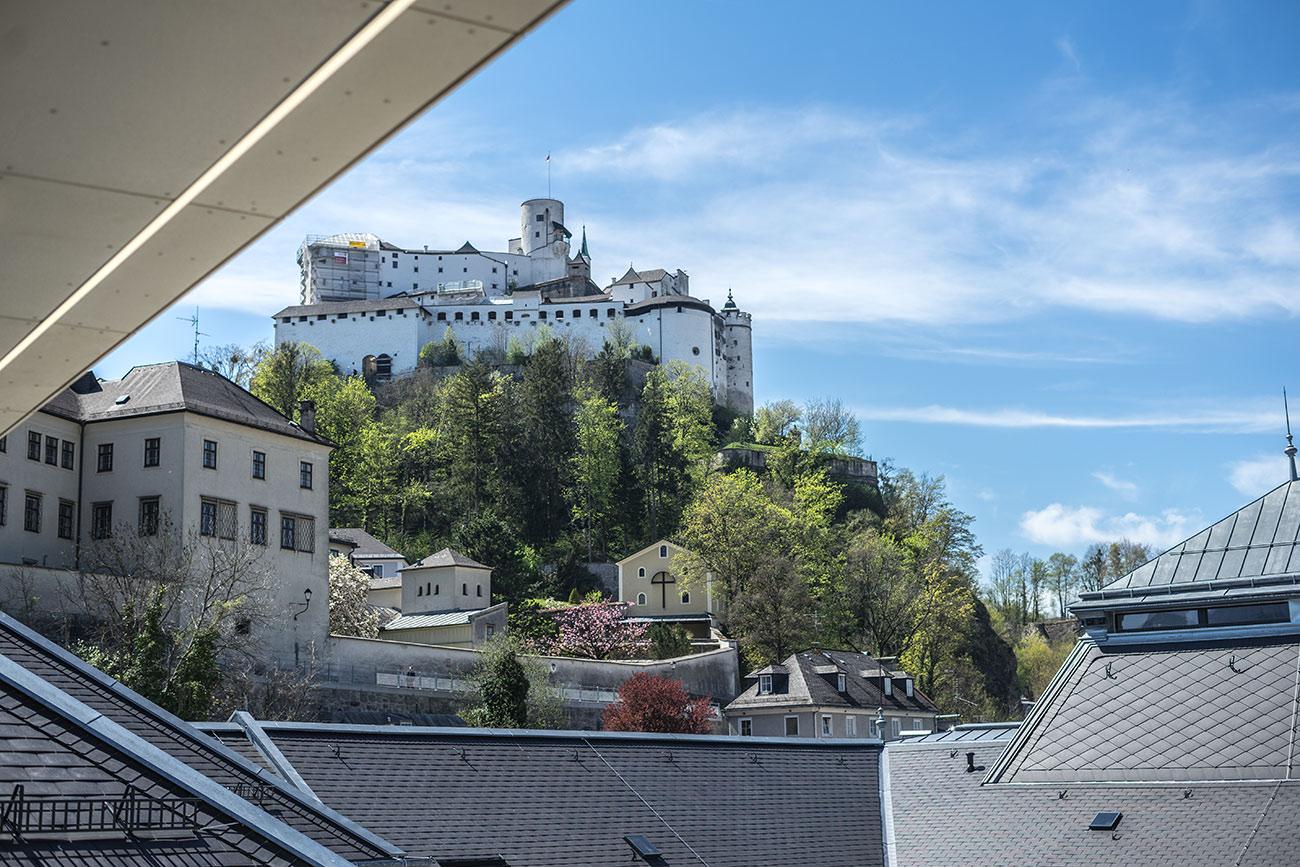 Festungsblick von der Terrasse der Schanzlalm (c) STADTBEKANNT Zohmann