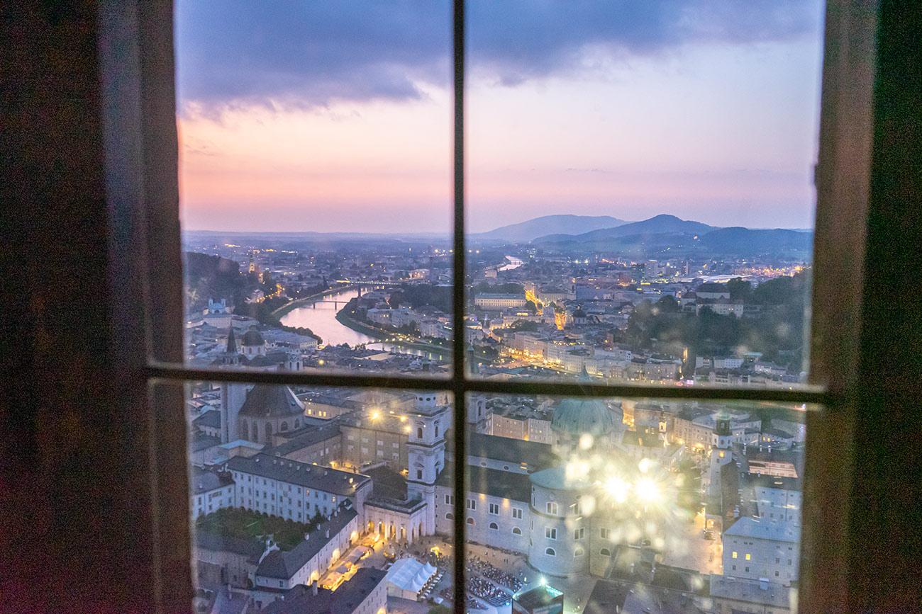 Blick aus dem Fenster der Festung Hohensalzburg (c) STADTBEKANNT Zohmann