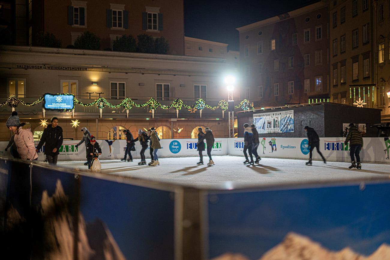Eislaufplatz am Mozartplatz (c) STADTBEKANNT Zohmann